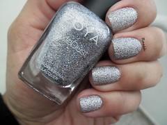 Tilly - Zoya (Raabh Aquino) Tags: unhas esmaltes zoya texturizado pixiedust prata nails nailpolish texture silver seashells hands