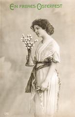 Postkarte Ostern 1910 - junge Frau mit Osterstrauss (zimmermann8821) Tags: atelierfotografie blumen damenmode deutscheskaiserreich frisur kleid mannequin mode ostern person postkarte vorführdame