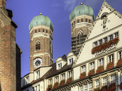The iconic towers of the Frauenkirche (Digidoc2) Tags: frauenkirche church towers iconic architecture urban sky blue buildings munich germany