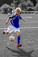 Meyer msste schieen ... und Meyer schiet ... , Mintard, Mlheim, Germany ([ PsycBob ]) Tags: blue white football goal soccer blau tor fussbal mlheim weis colorkeying djk mintard torschus colorstrokes