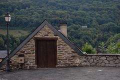 Village de Saligos (Mystycat =^..^=) Tags: saligos france hautespyrnes midipyrnes montagne maisons pierres architecture lampadaire village ardoise chemine