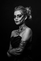 Catrina (lfbc) Tags: roja sugarskull catrina beautiful model fashion hair halloween nikon d750 85mm grid speedbox strobist dademuertos dayofthedead oaxaca mxico makeup maquillaje blackandwhite blancoynegro retrato portrait