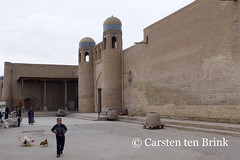 Outside Khiva's East Gate - a line of tandoor ovens wait (10b travelling) Tags: 10btravelling 2015 asia asien carstentenbrink centralasia dishonqala genericplaces iptcbasic ichonqala khiva otherkeywords silkroad sovietunion ussr uzbek uzbekistan xiva east gate market oven tandoor tandor tenbrink thestans walls