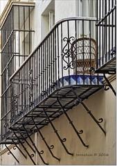 Balcón con sillón.Balcony with wicker armchair (ironde) Tags: balcón balcony cádiz cadiz cadix andalucía andalusia andalousie spain españa ironde nikond7000 2016 sillón mimbre hierro iron forja azul azulejos mirador wicker armchair