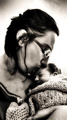 Mamma con figlio (Michele Fantini) Tags: mirroreye bw bianco e nero mamma figlio maternit son mum mother born nascita amore love tenerezza tender pprotection protezione home family famiglia casa