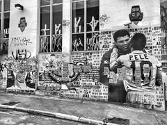 Pel & Ali Muhammad - So Paulo - Brasil (Flatismento) Tags: artebrasileira brazilianart art arte bueno brasil brazil centrodesopaulo saopaulocity sopaulo pel pele alimuhammad buenocaos