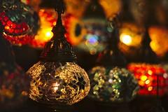Lichter des Sternschnuppenmarkts (tmertens0) Tags: farben colors nacht night licht light weihnachtsmarkt sternschnuppenmarkt november herbst fall unschrfe bokeh wiesbaden hessen deutschland germany europa europe orange jupiter 9 silver
