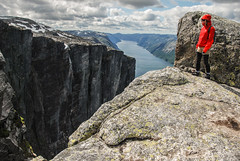 Lysefjord - Mt Kjerag (Karol Majewski) Tags: girl norway clouds fjord scandinavia landsacape rogaland lysefjord kjerag dziewczyna chmury ryfylke kobieta krajobraz norwegia skandynawia