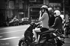 20150914 (彩雲追月) Tags: street lady traffice
