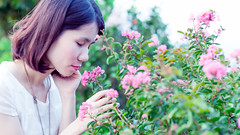 Tho Hng (Ninhnguyen115) Tags: flowers girl 50mm outdoor