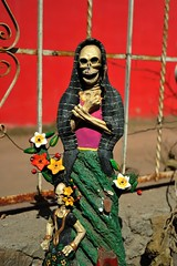 Pottery Skeleton Woman Oaxaca (Ilhuicamina) Tags: dayofthedead mujer folkart crafts artesanias mexican aguilar pottery skeletons ocotlan calaca