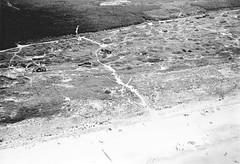 Vlieland - Duinkersoord - 2 augustus 1959 (Dirk Bruin) Tags: strand vlieland nw noordzee bol luchtfoto kust villapark landal bosrand kaap noordzeestrand kuyt duinhuisjes landhuisjes duinkersoord zomerhuisjes duinker boschrand vlieduyn