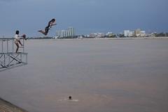 (laura.kosinska) Tags: streetphotography street phnom phen cambodia kids river jumps sky colors asia