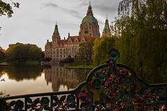 Hannover (Silvia Prez Jaime) Tags: lago hannover alemania rathaus ayuntamiento cpula candados maschteich parquemasch