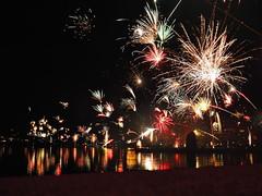 Frohes Neues zusammen! Hach... diese moderne Technik (Dirk Stenzel) Tags: pen fireworks olympus nrw ruhrgebiet silvester dortmund happynewyear feuerwerk ruhrpott fuckyeah frohesneues phoenixsee 17mm18 epl7