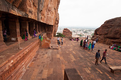 Students visiting (Scalino) Tags: india karnataka travel trip badami temple heritage site chalukyas chalukya cavetemple cave