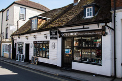 Arundel - 17th Century Shops 13 & 15 Tarrant Street (Le Monde1) Tags: arundel howard dukeofnorfolk lemonde1 nikon d610 town castle cathedral romancatholic market westsussex england county uk southdowns riverarun frenchgothic architect josephaloysiushansom 17thcentury buildings shops tarrantstreet listed gradeii