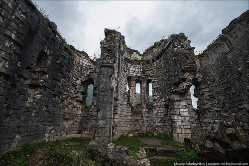 Бзыбский храм. Внтури