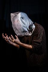 L'uomo con la busta (salvatore.vantaggiato) Tags: salvatorevantaggiato solitudine sfondonero uomo nero ritratto ritratti men mani schiena interno interni drappeggio busta bianca