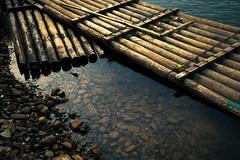 《灕江竹筏》-Bamboo raft on LiJiang (AllenPan02) Tags: guilin 竹筏 風景 文化 中國 桂林 灕江 sony bamboo raft scenery china lijiang