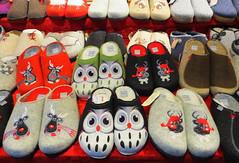 Pantoffeln für die kalte Jahreszeit (ingrid eulenfan) Tags: leipzig weihnachtsmarkt schuhe pantoffeln latschen eule rentier hausschuhe slippers shoes schafwolle