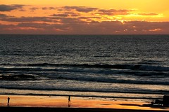Monte Clrigo (antoninodias13) Tags: fotgrafo criana reflexos vastido mar tonalidades oceanoatlntico ocaso nuvens praia areal maresia monteclrigo faro algarve portugal costa litoral beiramar cu serenidade entardecer gua pordosol escolas surf