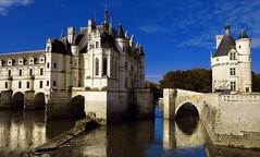 A river runs through it - Et au milieu coule une rivire (dubus regis) Tags: france indre olympus loire chteau renaissance chenonceau dianedepoitiers catherinedemdicis