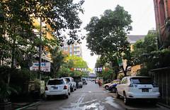 """Yangon: le chouette quartier de notre auberge <a style=""""margin-left:10px; font-size:0.8em;"""" href=""""http://www.flickr.com/photos/127723101@N04/22884890093/"""" target=""""_blank"""">@flickr</a>"""