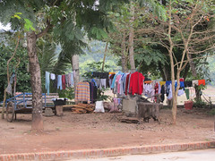 "Luang Prabang: notre quartier, côté Mékong. <a style=""margin-left:10px; font-size:0.8em;"" href=""http://www.flickr.com/photos/127723101@N04/23569864830/"" target=""_blank"">@flickr</a>"