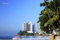Pitangueiras Beach & Ponta das Galhetas (Maria Luiza S) Tags: ocean blue sea praia beach azul landscape mar paisagem parasol umbrela oceano guaruja pitangueiras guardasol