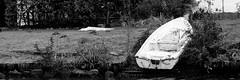 Boot am Schloss in Glcksburg (nrdli) Tags: monochrome boot boat nikon schwarzweiss schloss glcksburg d5200 nikond5200