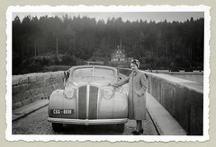 Opel Admiral Cabriolet (Raymondx1) Tags: vintage classic black white blackwhite sw photo foto photography automobile car cars motor vehicle antique auto opel admiral opeladmiral forties 1940s turban turbanhat coat raincoat