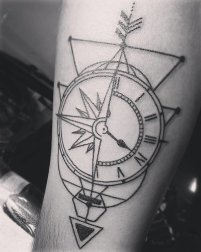 #geometrictattoo #watchtattoo #compasstattoo done with tubes and needles by @kingpintattoosupply #tattoomachine by @hatchback_irons #compass #watch #arrowtattoo #miami #miamibeach #inked #ink