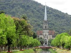 Catedral de Petrpolis-RJ/ Cathedral in Petrpolis - Brazil/ Dom in Petrpolis - Brasilien (nadia.veronica) Tags: church igreja cathedral catedral gothic estilogtico ponte bridge