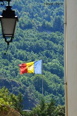 Welcome ! (roser.chico) Tags: andorra 2016 lamp mountain home falg red yellow blue green roserchico