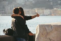 IMGP0544 (maurizio siani) Tags: napoli naples italia italy pentax k70 novembre autunno 2016 18135 18135mm lungomare caracciolo mattina giornata coppia giovane young love amore selfie innamorati innamorarsi palazzi affetto
