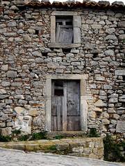 Inverno (Antonio Ilardo) Tags: italy sicily sicilia montalbanoelicona urban urbandecay city paese nikonphotography window door winter