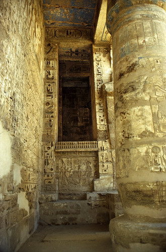 "Ägypten 1999 (453) Theben West: Medinet Habu • <a style=""font-size:0.8em;"" href=""http://www.flickr.com/photos/69570948@N04/30731758401/"" target=""_blank"">View on Flickr</a>"