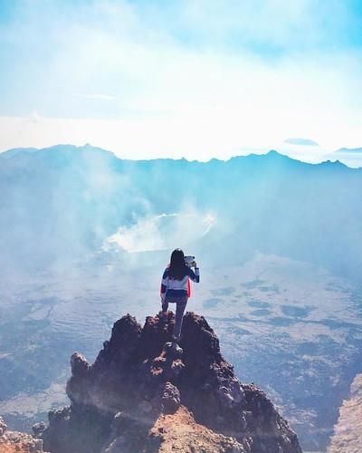 Akhir taun 🐼 rindu gunung, musim ujan pada tutup pengembalian ekosistem. Taun depan ketemu lagi yaa, nung-gunung yang cakep-cakep lainnya~~ #meRAUNGraung 😶 . . Location: 3.344mdpl Puncak Sejati-Mt. Raung, East Java, Indonesia.