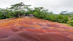 Terre dai 9 colori - Mauritius (claudio g) Tags: colour fall falls tropical terre mauritius terra viola rosso colori isle isola cascata ocra 9colour terredai9colori