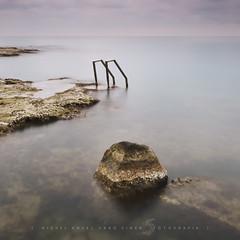De roca, metall i sal (Miguel Ángel Varó Giner) Tags: mar 11 aigua roca roques quadrat torrevieja escales paísvalencià llargaexposició baixsegura