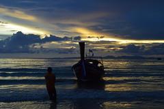 Railay sunset (Davidrr82) Tags: sunset beach thailand boat asia barca playa longboat puestadesol krabi railay