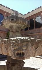 Scotiabank - Cusco (Fernando Lecaros) Tags: scotiabank pileta fuente mascara piedra careta escultura colonial cusco peru