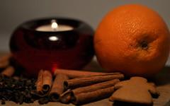 """Julens dofter/""""Christmas scents"""" (ros-marie) Tags: christmas stilleben jul kanel ljus apelsin pepparkaka fotosondag fs151220 julstamning"""