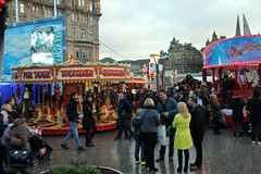 Edinburgh christmas 2016. (boneytongue) Tags: christmas wheel fun lights navidad big market go fair gifts german round rides merry feliz crowds stalls fröhliche natalizie
