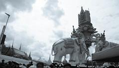 DSCF3256 (mesodiarDA) Tags: thailand king people street temple