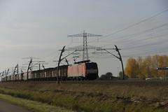 DB Cargo 189 024-3 met staaltrein over de Betuweroute bij Angeren richting Emmerich 30-10-2016 (marcelwijers) Tags: db cargo 189 0243 met staaltrein over de betuweroute bij angeren richting emmerich 30102016 deutsche bahn 024 betuwe route bemmel