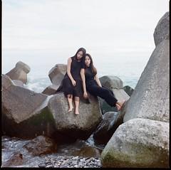() Tags: hasselblad 500c kodak portra 400 hualien portrait film girl seascape