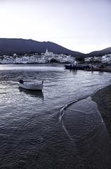 Cadaqus, puesta de sol 2 (Jorge Pazos) Tags: cadaqus girona vertical color azul pueblo costero blue jorgepazos canon 5dmarkiii 1740mmf4l seascape paisaje marinero barca boat mar mediterrneo mediterranean sea water agua