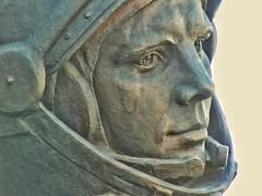 Busto di Yuri Gagarin a Pordenone (Dage - Looking For Europe) Tags: pordenone statua busto gagarin cosmonauta cosmonaut massanzana jurij jurijgagarin yurigagarin jurigagarin